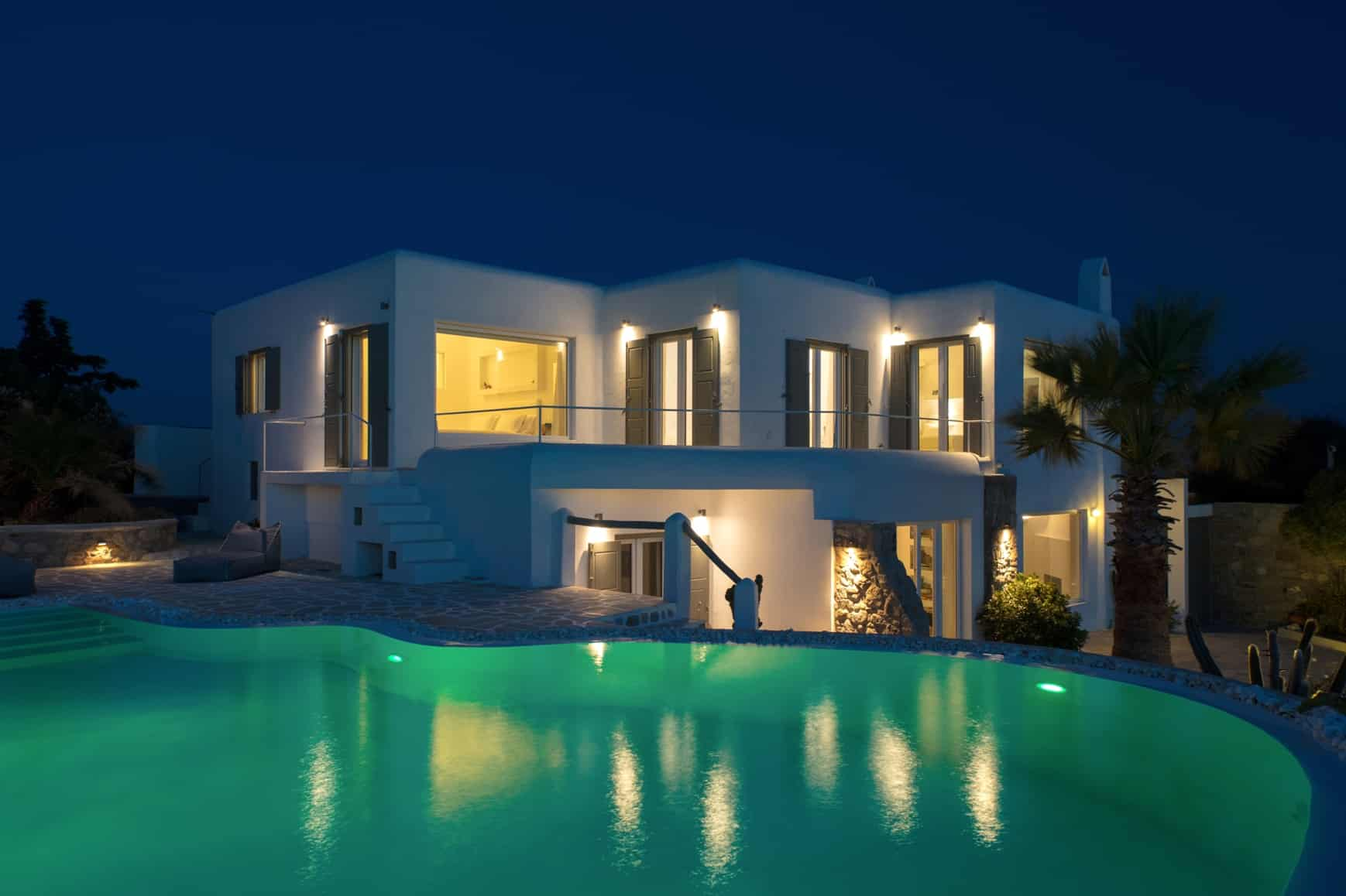 villa-at-night
